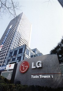 LG to launch curved-screen smartphone