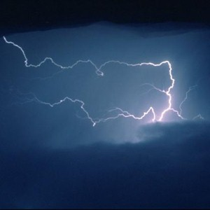 Scientists harness lightning to charge mobile phone