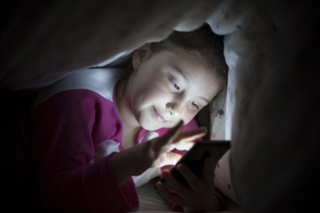 When should you let your kids have their first smartphone?